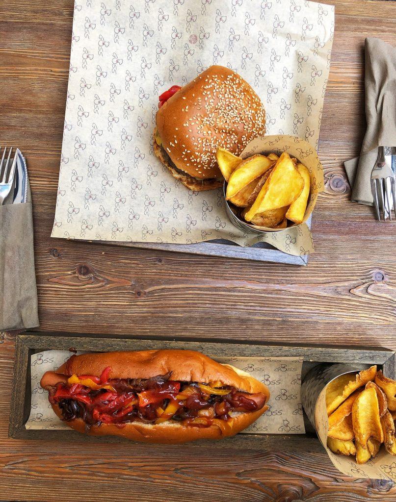 Cel mai bun burger si hot-dog din Bergamo, Italia. Gătit perfect.